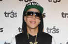 Daddy Yankee Dines With Fans